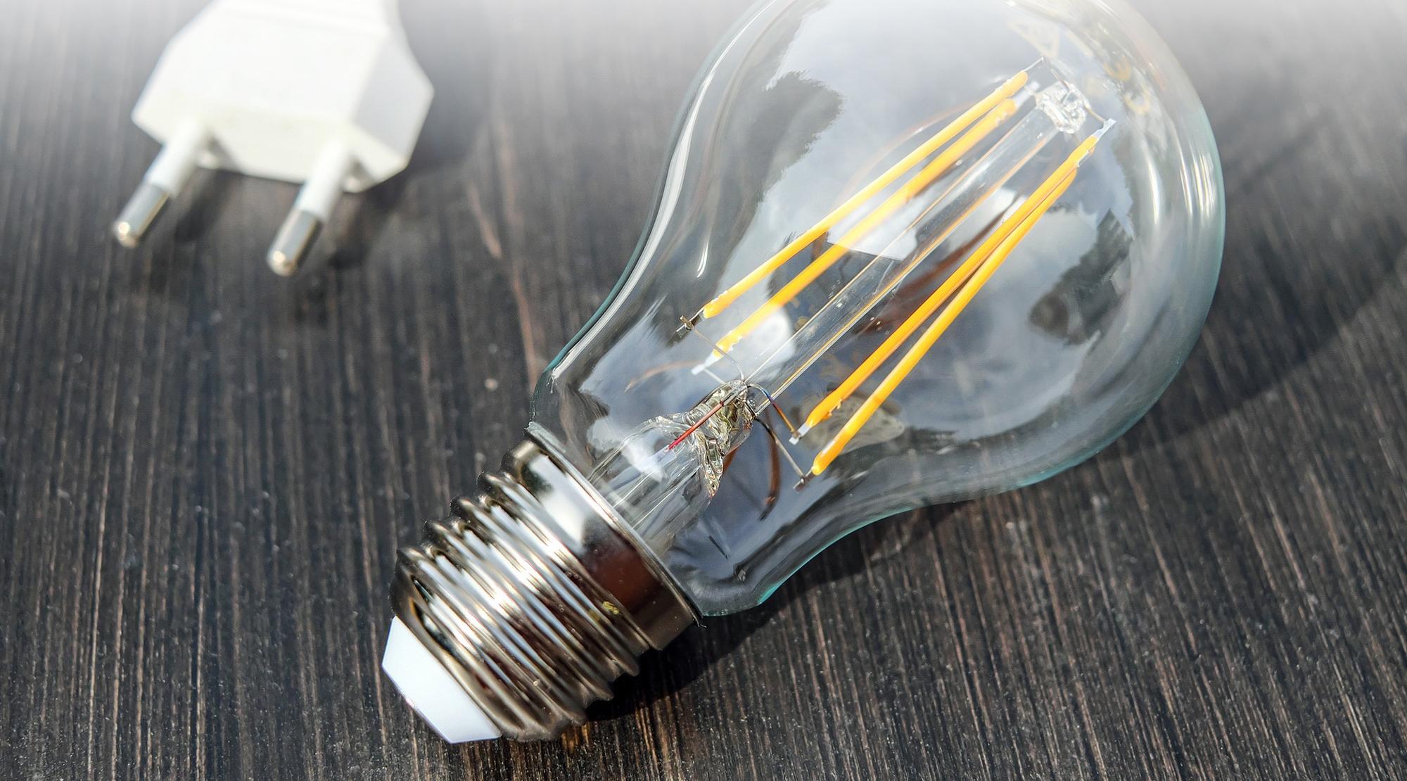 <strong>Ancora con le lampadine ad incancescenza?</strong><br />Scopri il risparmio energetico e la tecnologia led!
